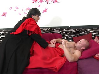 Girlfriend Rayna S. surprises her man with a blowjob and some riding